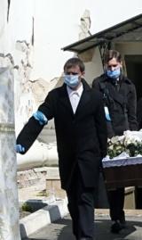 Как хоронят умерших от коронавируса